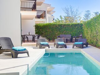 Ground floor apartment, private pool, 2 mins from
