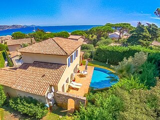 1470589 airconditioned villa for 8 people, 300 meters from beach, private pool