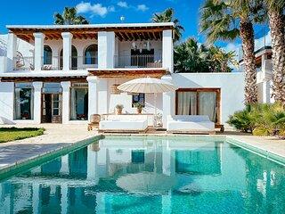 NEW Bohemian Bali Style Villa Ocean view Pool Garden for 12PAX Central Location