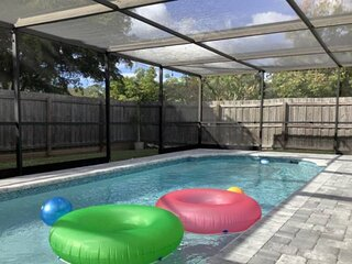 Great New Private Pool, 2.5 miles to Beach, Updated, Dog Allowed, WiFi/Cable, Sm