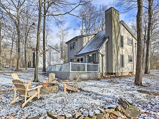 NEW! Tobyhanna Retreat w/ Fire Pit - 10 Mi to Ski!