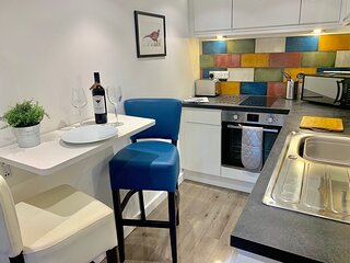 The Little Apartment: A cosy little escape w/Netflix and close to Airport