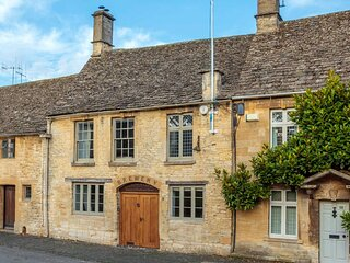Stylish Brewery House in Burford