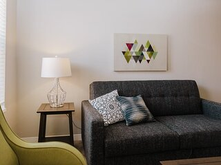 ~ Trendy Mass Ave Flat ~ Student and Healthcare Discounts! ~