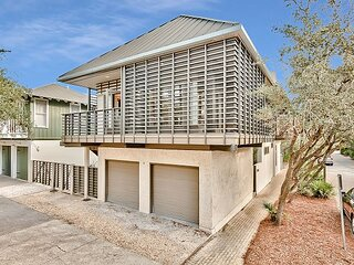 Brighton Carriage House - Pet Friendly Home - Steps from the Beach & Pool