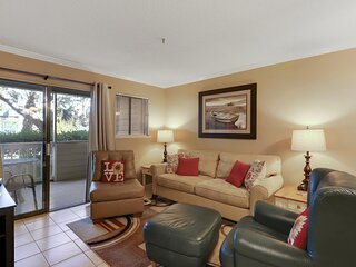 Charming 2BR/2BA Overlooking the Tennis Courts!