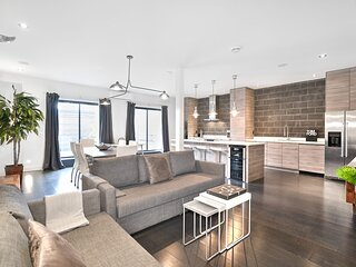 Liv MTL Save 75% Plateau Luxurious 2Br Private Rooftop Big Family + Pet Friendly