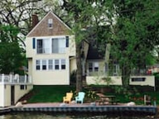 Beautiful Classic Lake House, holiday rental in Antioch