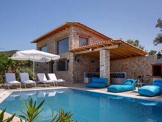 Brand new boutique stone-made villa with large private pool!