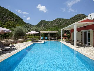 Villa Niriides-Private secluded villa w/t big swimming pool