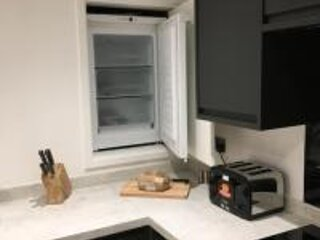 Brand new beautiful apartment in town centre that sleeps up to eight people., holiday rental in Charcott