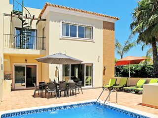 Santa Barbara de Nexe Villa Sleeps 8 with Pool and Air Con - 5827974
