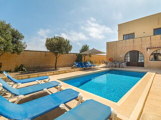 Pawluzzu Villa Sleeps 9 with Pool and Air Con - 5829170