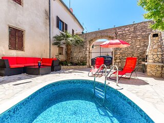 Vinkuran Apartment Sleeps 5 with Pool Air Con and WiFi - 5833148