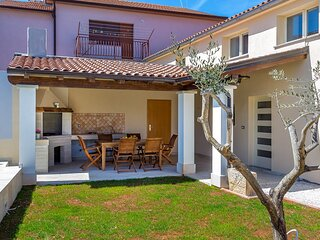 Valtura Holiday Home Sleeps 6 with Pool Air Con and WiFi - 5833526