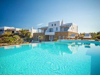 Paraga Villa Sleeps 12 with Pool and Air Con - 5834008