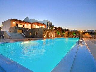 Paraga Villa Sleeps 20 with Pool and Air Con - 5834006