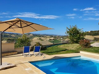 Ascoli Piceno Villa Sleeps 8 with Pool and Air Con - 5836288
