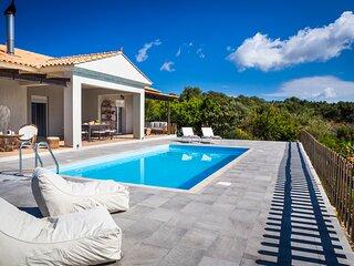 Mantzavinata Villa Sleeps 6 with Pool and Air Con - 5836406