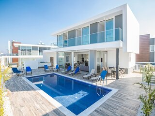 Famagusta Villa Sleeps 11 with Pool and Air Con - 5218044