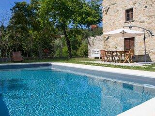Ponte Singerna Villa Sleeps 6 with Pool - 5859782