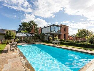 Langley Villa Sleeps 14 with Pool - 5871406