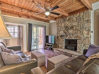 NEW! Updated Cobbly Nob Resort Home w/ Hot Tub!