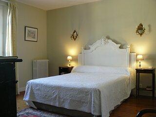 Chambre d'Hôtes de Charme dans une Maison de caractère, spacieuse et calme.