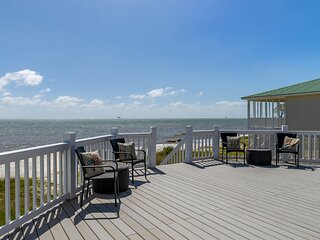 Making memories at Paradise, a beachfront home w/ multiple decks!