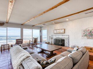 Oceanfront, dog-friendly home with fantastic ocean views