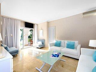 2 bedroom apartment, with sea views, in Puerto Banús