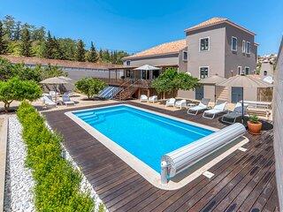 Villa Cocheira | Beach House with Private Pool | Ferragudo, Portugal