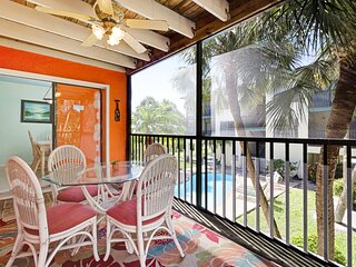 Delightful condo w/shared pool, two lanais - walk to beach, dining, shopping!
