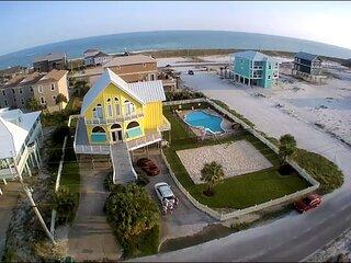 'Big House' ~ Sleeps 14 ~ Private Pool ~ Volleyball Court ~ Mini-Golf ~ Pets OK