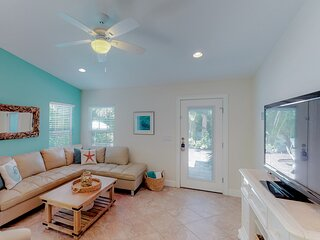 Tropical house with a private, heated pool - walk to the beach!