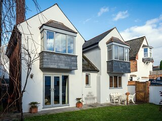 Quay House - Waterside eclectic style character home