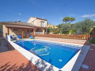Catalunya Casas: Sunny Villa Vidreres - 18 km to the beach and hustle of Costa B