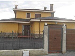 Chalet individual de 5 habitaciones con  terraza y jardin