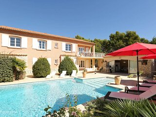 Pertuis Holiday Home Sleeps 10 with Pool Air Con and WiFi - 5875367