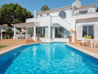 Luxury air conditioned villa with private pool near to the beach and Albufeira