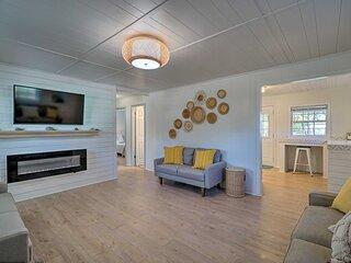 NEW! Modern Oak Island Cottage < 3 Miles to Pier!