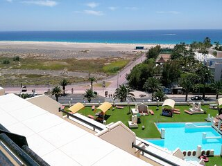 Apartamento 2/4p en 1ª línea de mar,con vistas a la playa,piscinas,equipado.WIFI