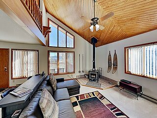 Mountain-View Retreat with Private Hot Tub & 3 Balconies   Near Skiing