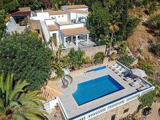 Bordeira Villa Sleeps 10 with Pool Air Con and WiFi - 5875428