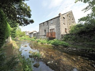 A RIVER RUNS BY, 2 Bedroom(s), Staveley