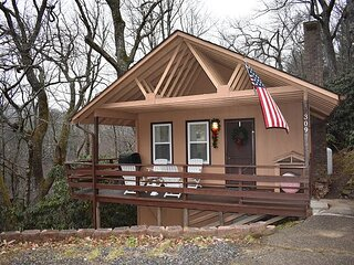 2 Bedroom 1 Bath Cottage minutes from Downtown Blowing Rock