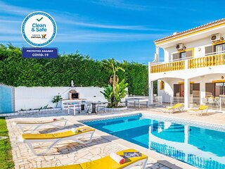 AMAZING VILLA W/ HEATABLE SWIMMING POOL, FREE WIFI, BBQ & A/C
