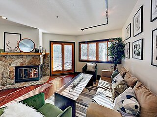 Cozy & Stylish All-Season Alpine Getaway | Walk to Lifts, Dining, Shops, Lake
