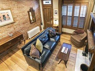 Beautiful Home in DuPont Circle, 3 decks, parking, walk to metro (3mo min)