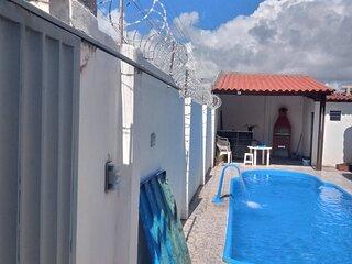 Casa com piscina grande em porto de pedras
